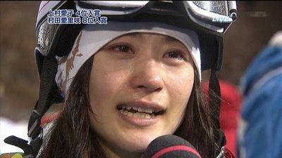 ソチオリンピック4位、涙しながらインタビューに応じる上村愛子さん