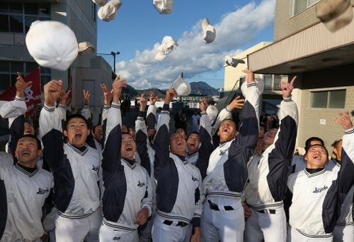 センバツ出場に喜ぶ静岡ナイン