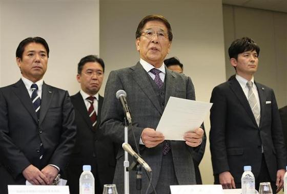 大塚勝久氏と役員による会見