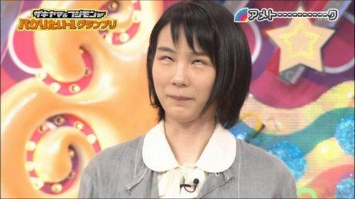 アメトークでピスタチオのマネをして白目をする能年玲奈さん