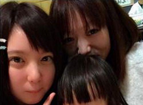 結城りおなさんとお母さんのツーショット写真
