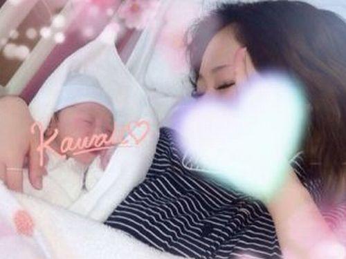 堀鈴香さんと赤ちゃんの写真