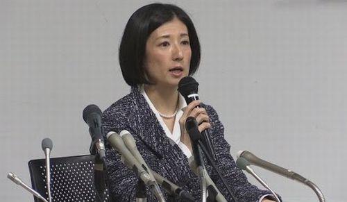 大塚久美子氏の記者会見の様子