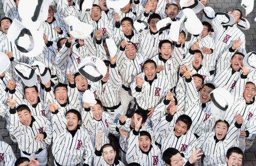 センバツ出場を喜ぶ九州学院ナイン