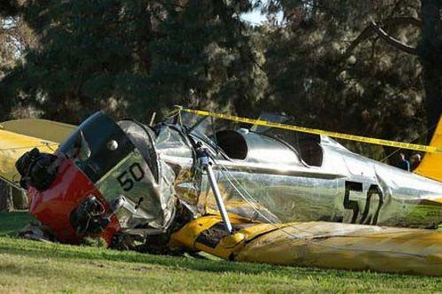 ハリソン・フォードさんが操縦するPT-22事故後機体はグチャグチャに。
