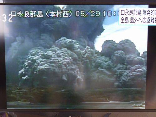 火砕流が海岸に到達する様子