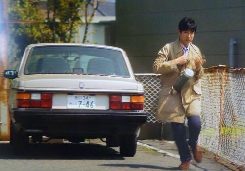 倫太郎と愛車のボルボ240の写真