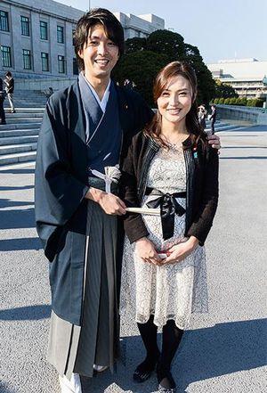 宮崎謙介議員と金子恵美議員の写真