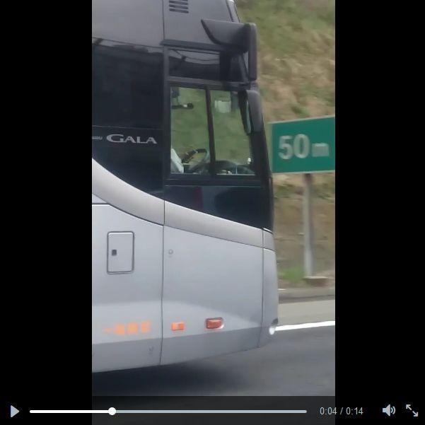 高速道路の50mの表示を通過した時が4秒
