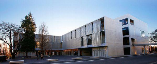 工学院大学八王子キャンパス総合教育棟の外観