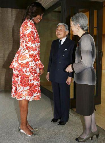 歓談する天皇陛下とミシェル・オバマ夫人
