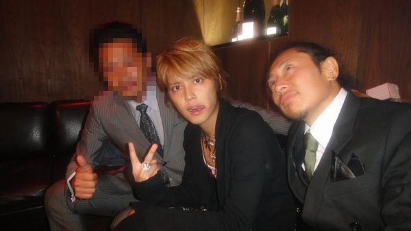 手越祐也と小松崎太郎容疑者のfacebook写真