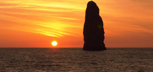 孀婦岩と太陽